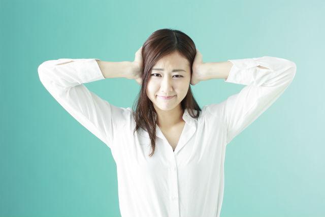 うるさい職場で集中して仕事をするには、どうしたらいいのか
